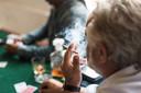 Foto ter illustratie. Mannen roken vaker, waardoor hun longen minder bestand zijn tegen een eventuele coronabesmetting.
