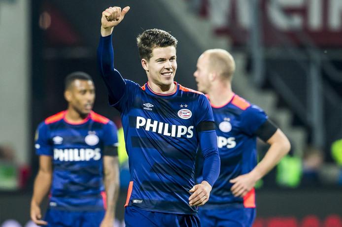 Marco van Ginkel juicht nadat hij de 0-4 heeft gescoord tegen AZ.