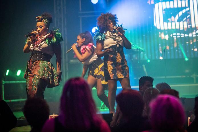 Diva-trio CPG op het podium van het Sterrengala.