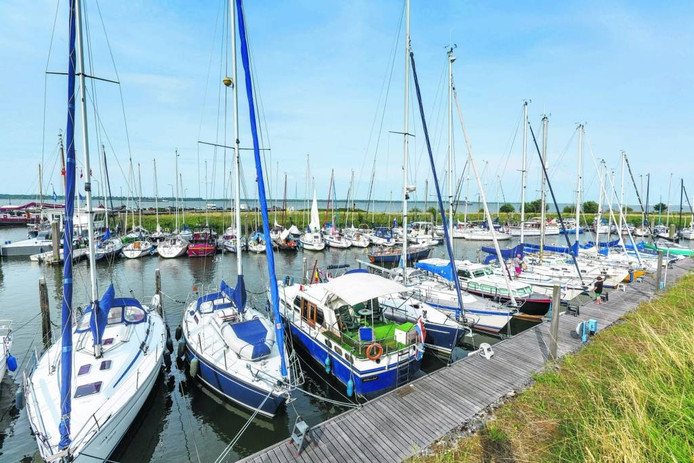 Drukte in de gemeentelijke jachthaven van Willemstad. Archieffoto Marcel Otterspeer