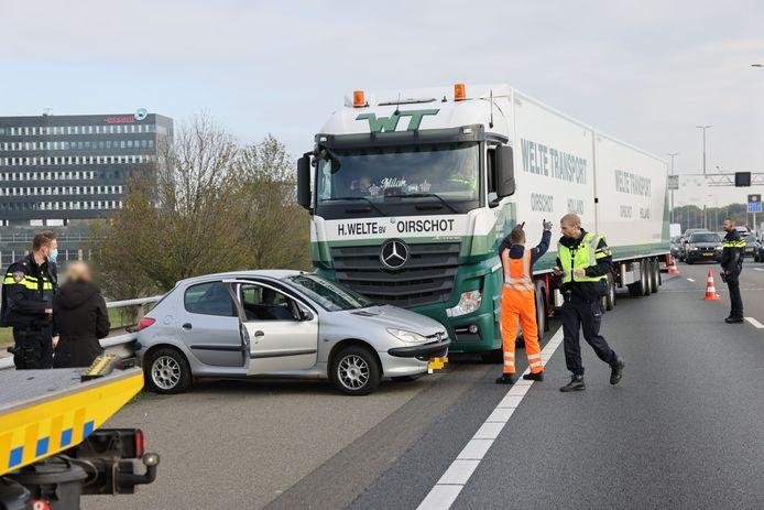 De rechterrijstrook ging dicht na het ongeluk op de A28 bij Zwolle.
