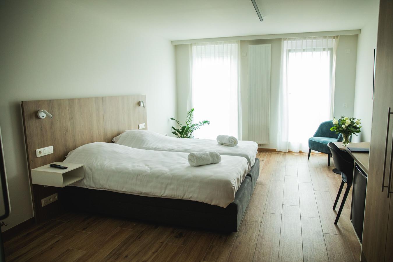 Een kamer in hotel Den Briel: een gewone kamer, maar wel rolstoelvriendelijk en met subtiel verborgen 'hulpknoppen'.