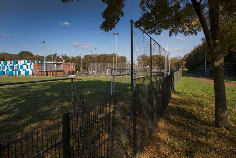 Het veld van DWSV, één van de twee Utrechtse clubs die de KNVB uit competitie heeft gehaald.  Beeld Werry Crone