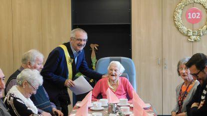 """Sylvie Ysebaert viert 102de verjaardag in Ten Oudenvoorde in Ertvelde: """"Liefst nog met een wijntje"""""""