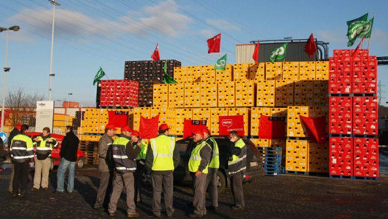 Als gevolg van de blokkades bij de Belgische bierbrouwer InBev ontstaan er bij sommige supermarkten een tekorten aan Belgisch bieren. Foto EPA Beeld