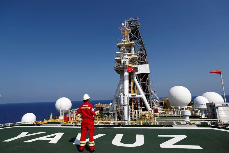 Het Turkse schip Yavuz doet al enkele dagen boringen in de zeebodem ten zuiden van de havenstad Limassol.