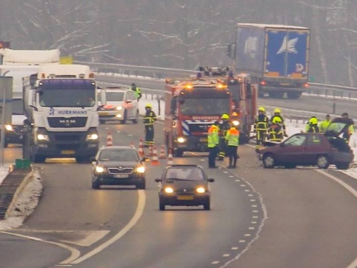 Ongeluk met vrachtwagen op A67 bij Liessel, rijbaan is dicht