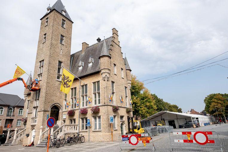 De tent staat al op het Cardijnplein en de vlag wordt aan het Landhuis gehesen: Bornem is (bijna) klaar voor de Dodentocht.
