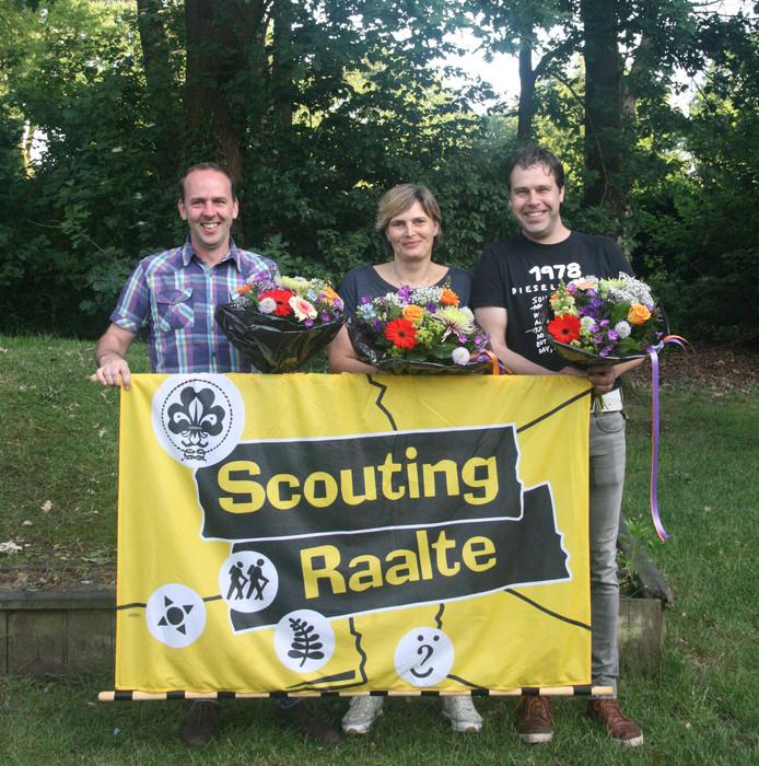 De drie jubilarissen die Scouting Raalte zaterdag heeft gehuldigd.