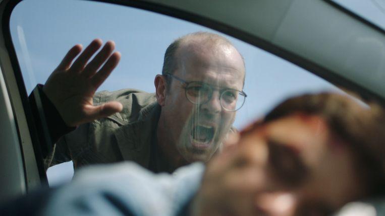 Mayra en Zoë hebben een auto-ongeluk. Kan Waldek hen redden?