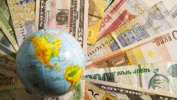 Sparen in het buitenland om meer rente te krijgen? Dit zijn de risico's