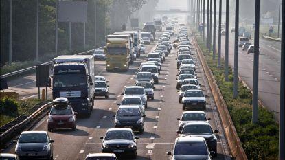 Weyts wil minder files aan snelwegafritten