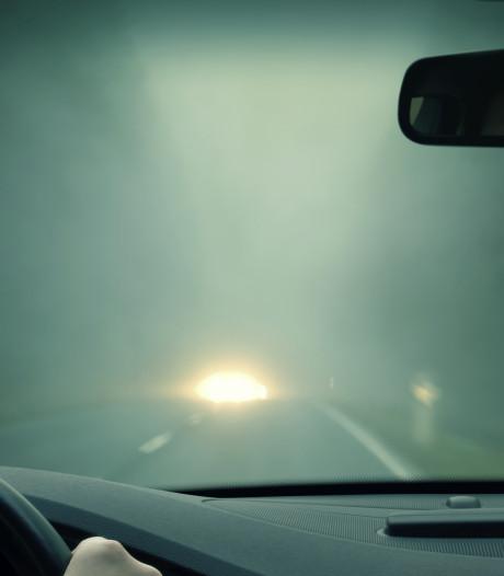 Koude nacht veroorzaakt mist en gladde wegen