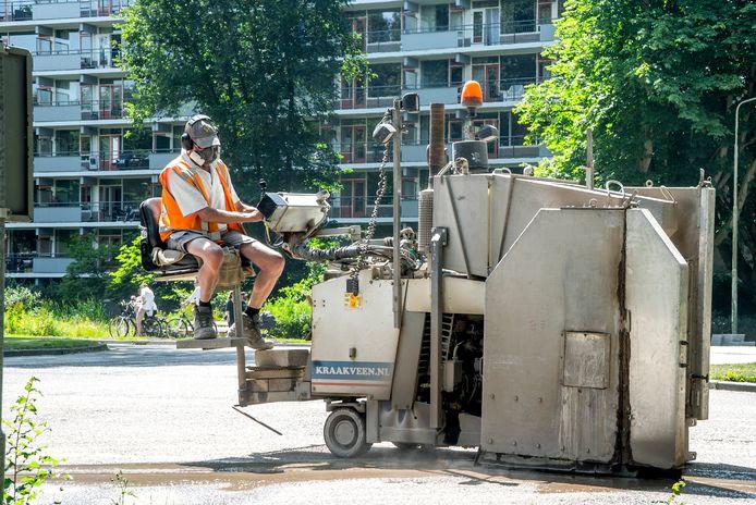 Werkzaamheden aan de Voorhofdreef in 2018, er werden drempels neergelegd om automobilisten te laten afremmen.