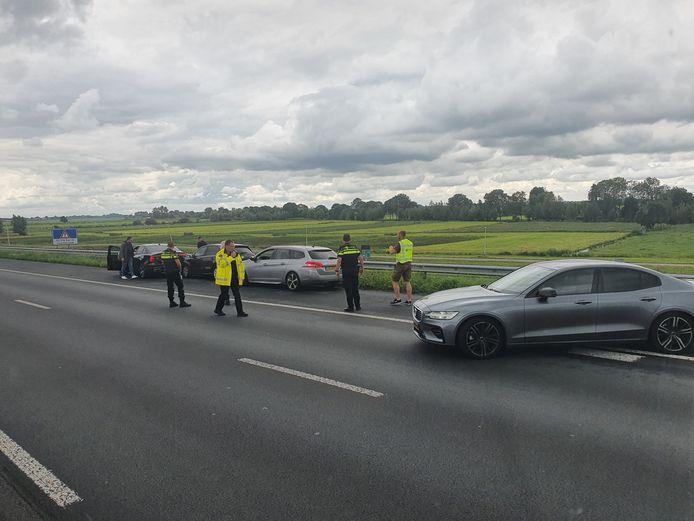 Donderdagmiddag heeft een speciaal team van de politie een auto op de A2 bij Breukelen klemgereden na een achtervolging.