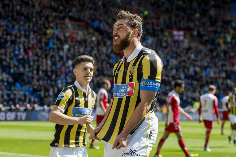 Vitesse-speler Kashia viert de 1-0, Beeld anp