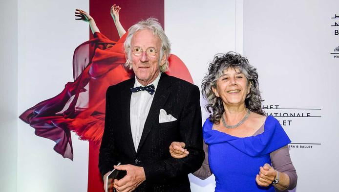 Freek de Jonge (links) dinsdagavond op de rode loper tijdens het gala van Het Nationale Ballet.