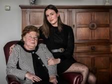Door een babbeltruc verloor Ans (82) de sieraden van haar man: 'Gelukkig blijven de herinneringen'