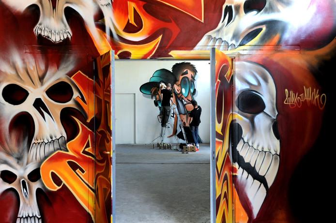 Een loods in Roosendaal is omgetoverd in een graffiti-expositiehal.