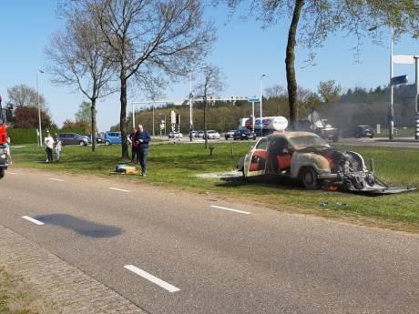 Zeldzame klassieker uit Saab-museum in Dalfsen vat vlam tijdens lenteritje: 'Er zat net een nieuwe motor in'