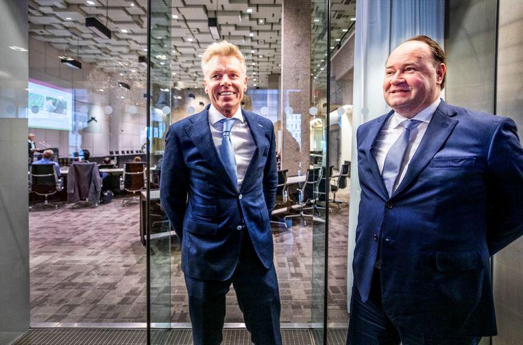 Rob Roos (links) met toenmalig lijsttrekker voor de Eerste Kamer Henk Otten in het provinciehuis van Den Haag, net na de Statenverkiezingen. Beeld Raymond Rutting / de Volkskrant