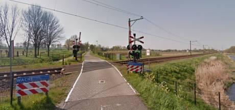 Zorgen over veiligheid fietsers bij sluiten spoorwegovergang Arkel