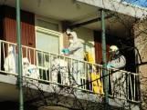 Buurman ziet man snakkend naar adem in galerij voor zijn flat liggen