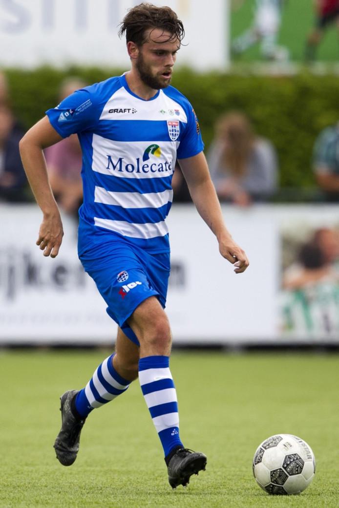 Mark Bruintjes, aanvoerder van Jong PEC Zwolle, kan net als zes teamgenoten op zoek naar een nieuwe club.