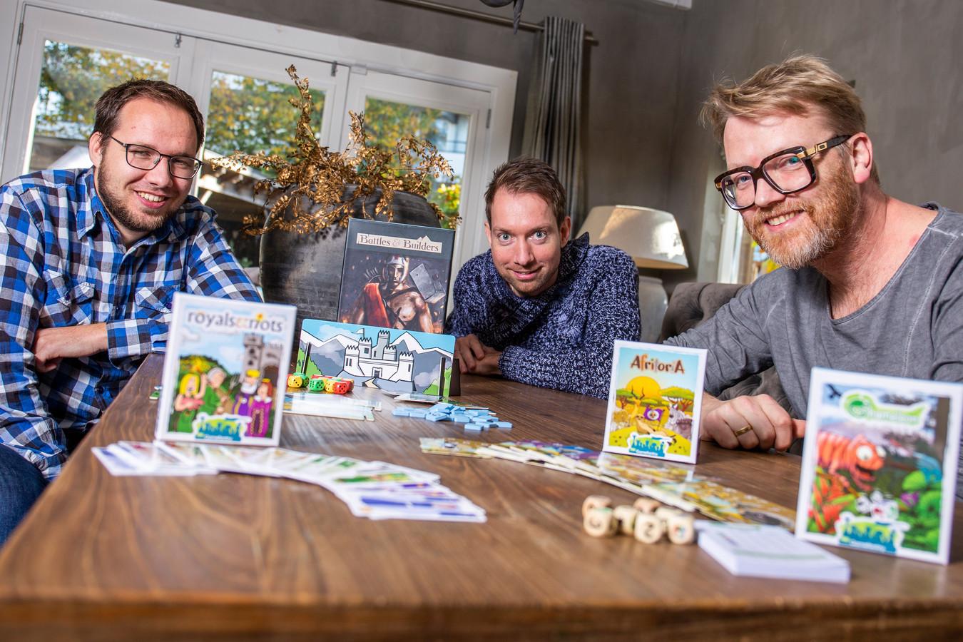 (Vlnr) Niek van den Brink, Matthijs Vertegaal en Paul Gigengack van spelletjesuitgeverij TheGamefantry.