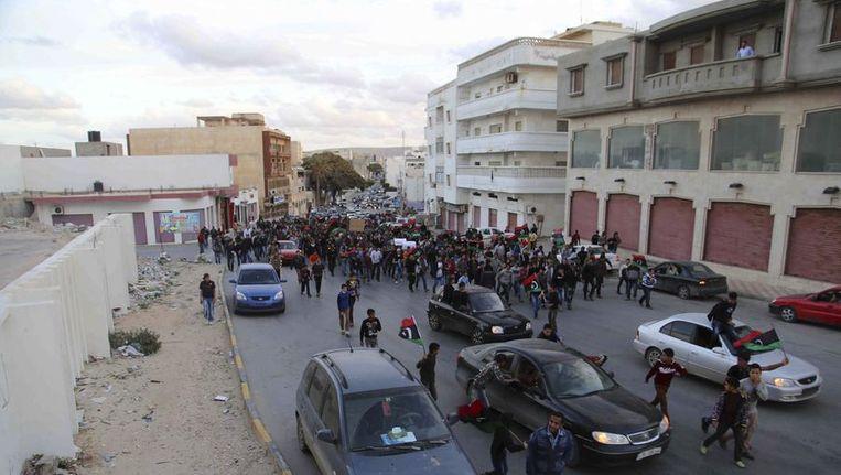 Protest tegen de islamitische terreurgroep Ansar al-Sharia in Derna, op 300 kilometer ten oosten van Benghazi. Beeld reuters