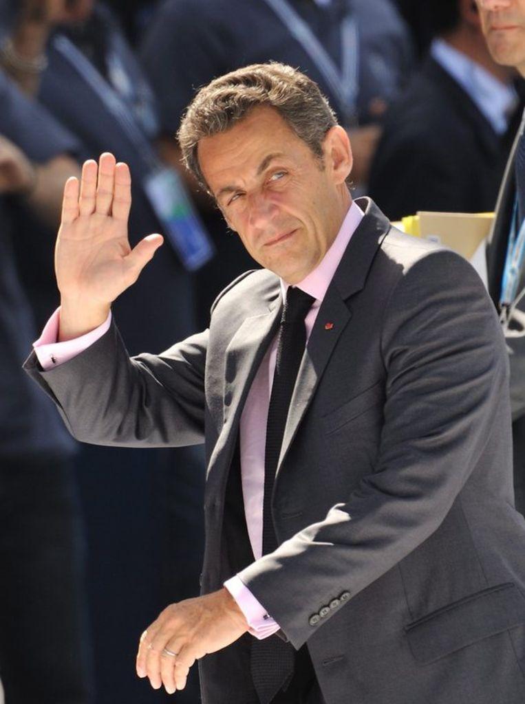 De 54-jarige Sarkozy was zondag met spoed opgenomen in het militair ziekenhuis Val de Grace nadat hij onwel was geworden tijdens het joggen. Foto EPA Beeld