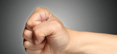 Agent krijgt klap van omstander tijdens aanhouding in Nieuwkuijk