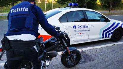 Bromfietser vlucht te voet weg van politiecontrole