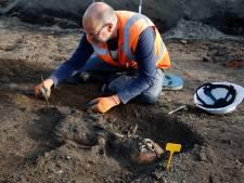 Archeologen stuiten in Hulst op middeleeuws kerkhof
