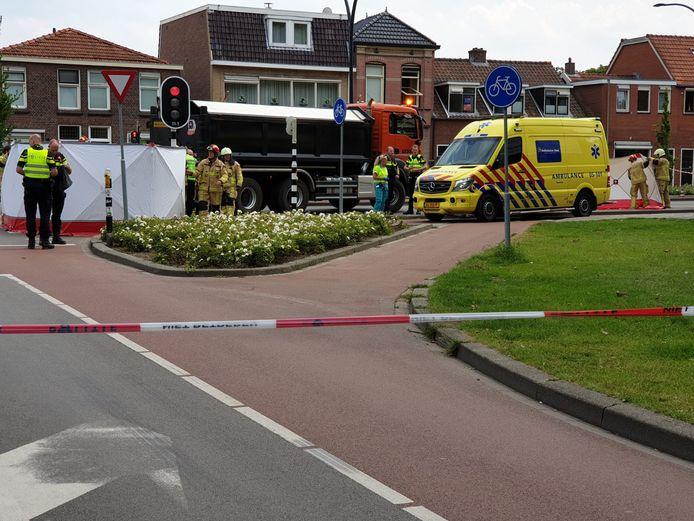 De Drienerstraat in Hengelo is in beide richtingen afgesloten