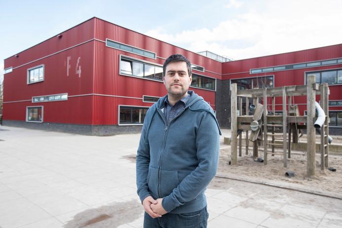 Jur Lofström, onderwijzer op De Plotter in Zutphen vindt dat onderwijsminister Slob meer moet investeren om het onderwijsvak weer aantrekkelijker te maken.