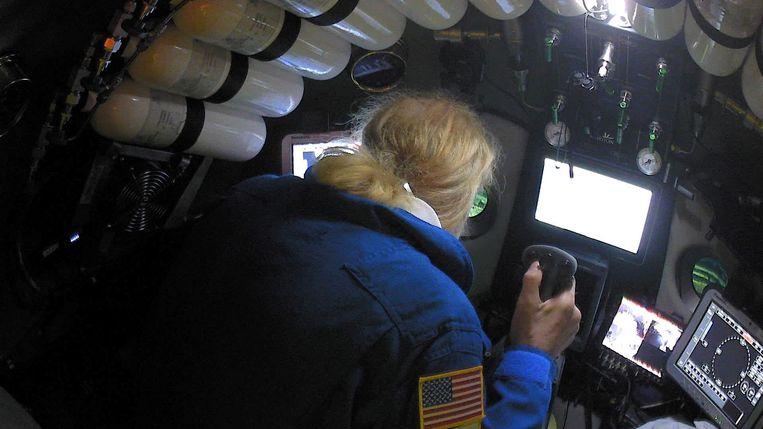 Miljonair Victor Vescovo in zijn onderzeeër. Beeld REUTERS