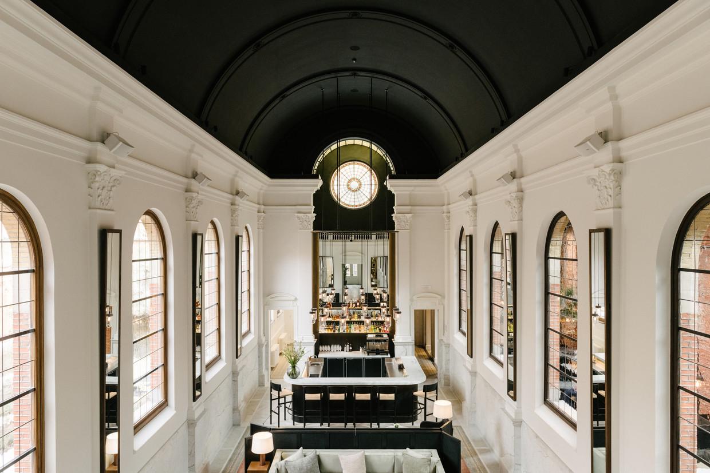 Waar vroeger de nonnetjes hun vespers zongen, verrees nu een imposante bar.