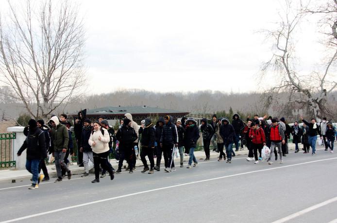 Migranten vanochtend onderweg naar de Turks-Griekse grens.