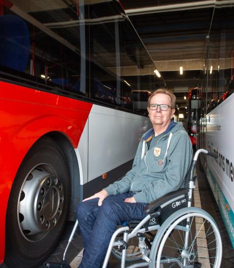 Halfverlamde buschauffeur Ronald schrijft 'Busboekje' zonder vertrektijden
