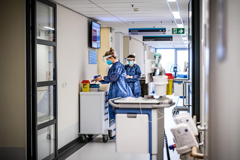 Een coronacohort in het Eindhovense Catharina Ziekenhuis. Beeld Hollandse Hoogte /  ANP
