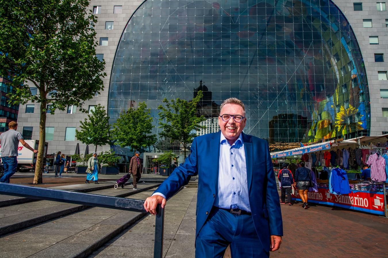 Conflictoloog Theo Terdu voor de Markthal: 'Ik wil de harmonie herstellen'.