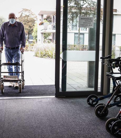 Verpleeghuizen voorzichtig met bezoek, maar: 'Deuren zo lang mogelijk open houden'