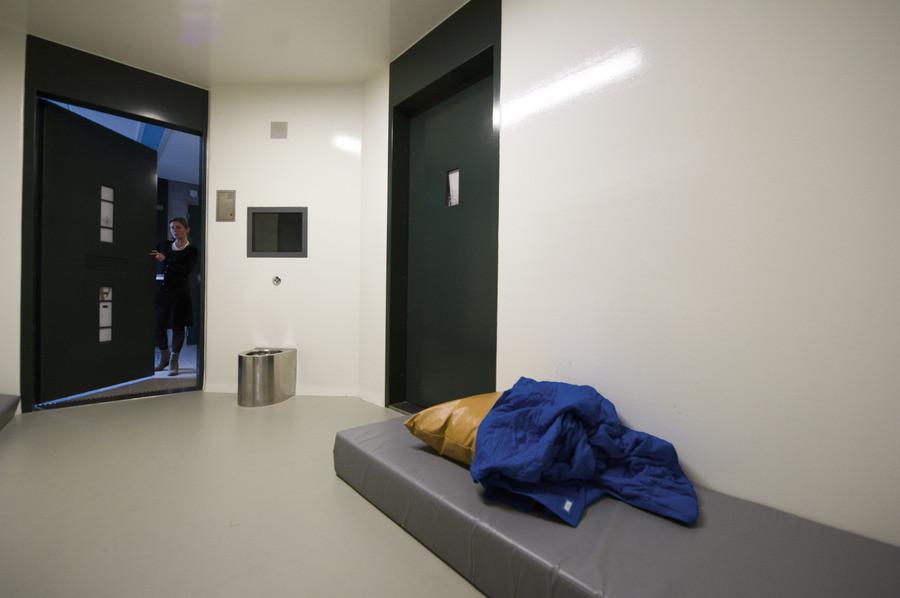 Een isoleercel (separatiecel) in een forensisch psychiatrisch centrum.