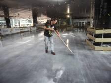 Warm weer 'verpest' schaatspret bij Den Haag CS