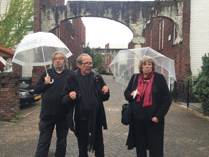 De Van Rossems (vanaf links Maarten, Vincent en Sis) in de wijk Kattenbroek
