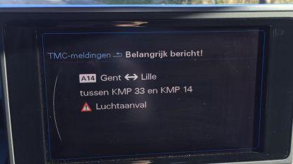 """""""Opgelet, luchtaanval"""": bestuurders op E40 krijgen plots bizarre waarschuwing op gps"""