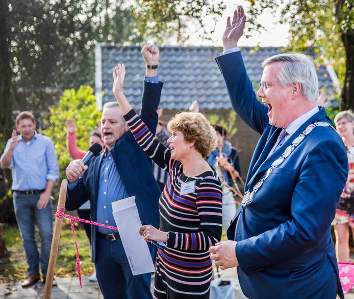 Andries Heidema bij de opening de opening van basisschool de Wereldwijzer in Okkenbroek.
