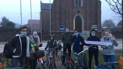 Leerlingen Sint-Tarcisiusinstituut trappen voor voor het klimaat
