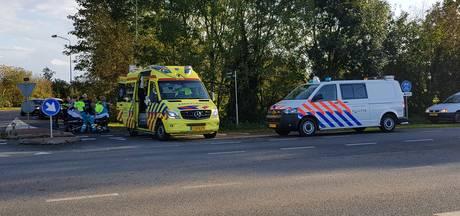 Vrouw in scootmobiel raakt gewond na aanrijding met auto